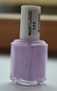 essie-lakier-250-fiolet-jasny